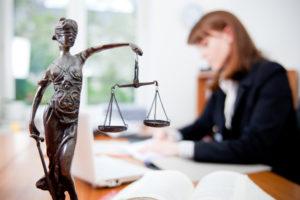Какую подготовку нужно иметь юристу компании