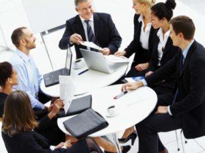 Компания выбирает способ управления «дочками» или филиалами. Что важно знать юристу о работе с привлеченными управляющими